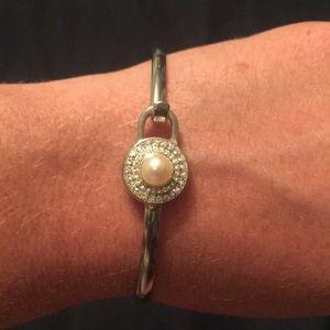 Vantel Pearls Jewelry - Vantel pearls bangle